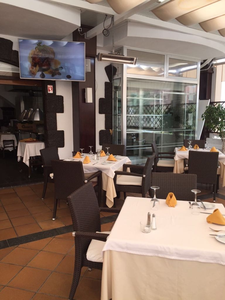 Propiedades en Tenerife, Islas Canarias, España | SylkWayStar Real Estate. Traspaso restaurant on the 2nd line of the beach of Fanabe. Imagen-22039