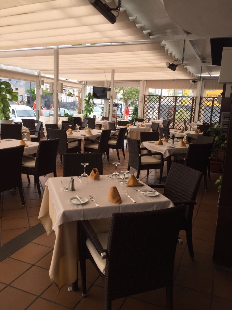 Propiedades en Tenerife, Islas Canarias, España | SylkWayStar Real Estate. Traspaso restaurant on the 2nd line of the beach of Fanabe. Imagen-22040